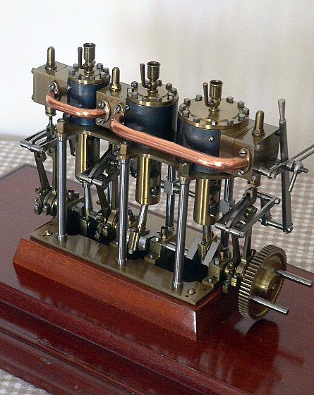 Beautiful triple expansion steam engine. - Full size Images