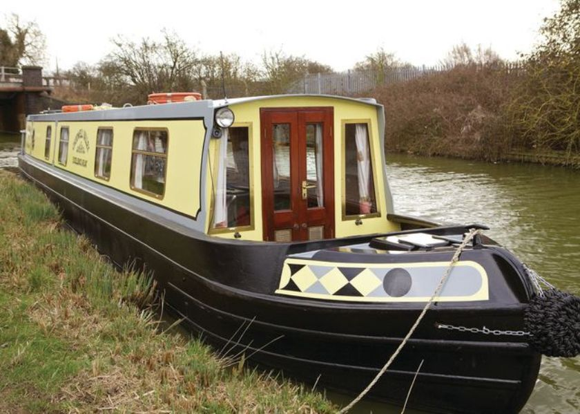 The V-Cherwell class canal boat