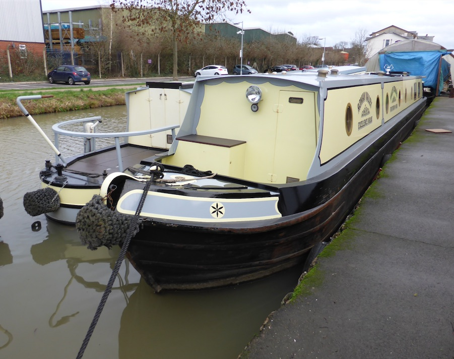 The V-Roman class canal boat
