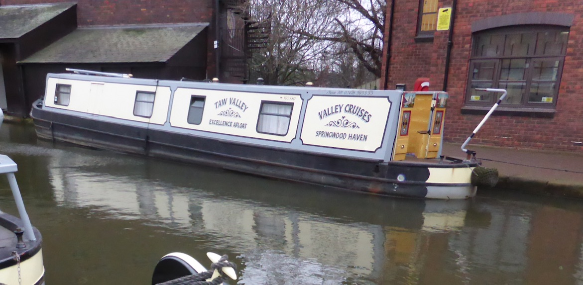 The V-Taw class canal boat
